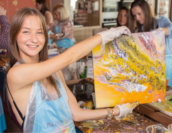 Fluid Art Party: Миксуем краски и коктейли