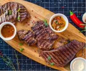 Meat House: Салат, Стейки и Мороженое