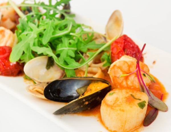 Viva Italia: Салат с морепродуктами, Ризотто с шафраном, Миндальный мильфей